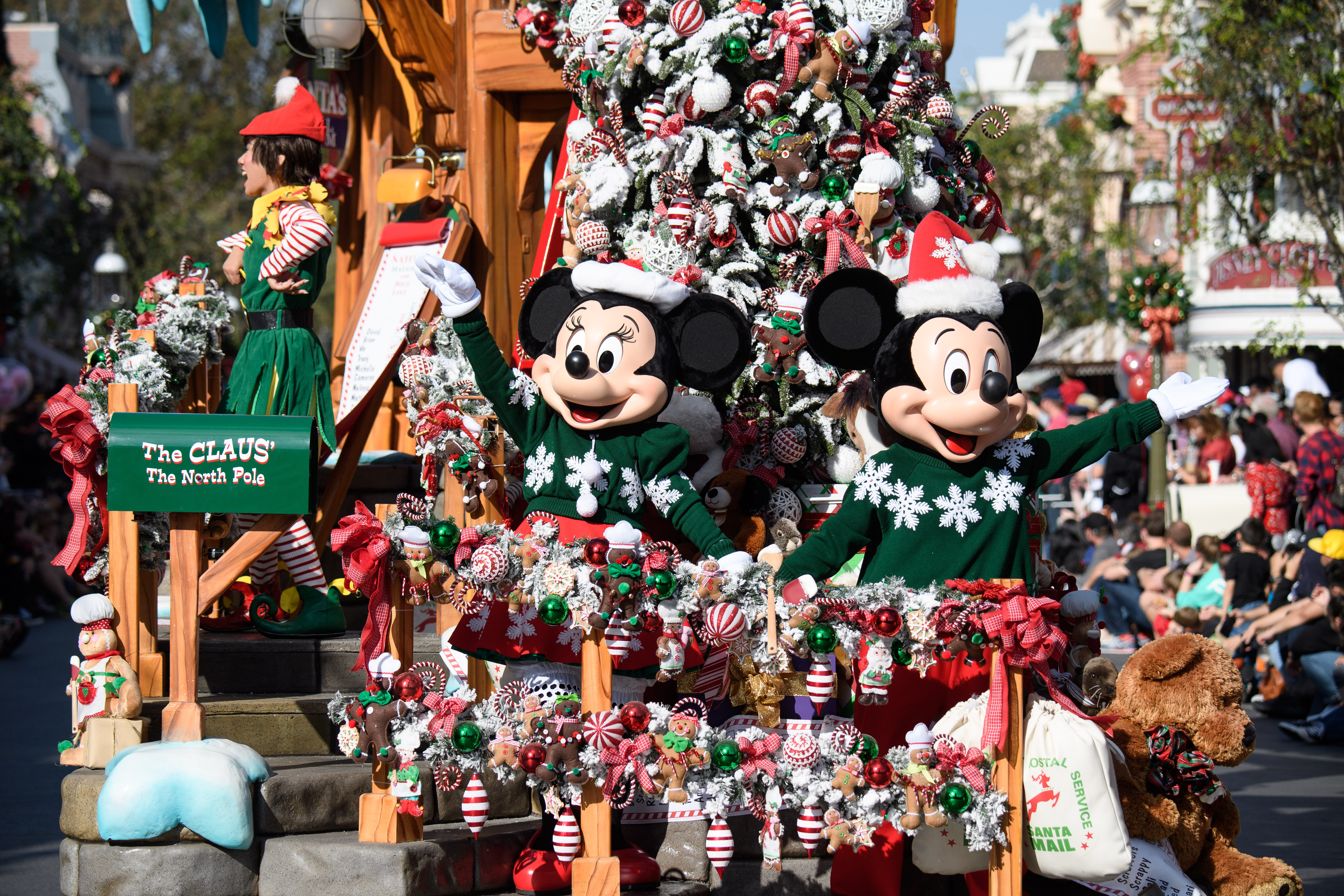 Holidays At The Disneyland Resort Returns Nov 9 2018 Jan 6 2019