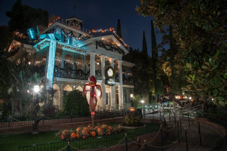 Halloween In Disneyland 2019.Halloween Time At The Disneyland Resort Epk Disneyland News