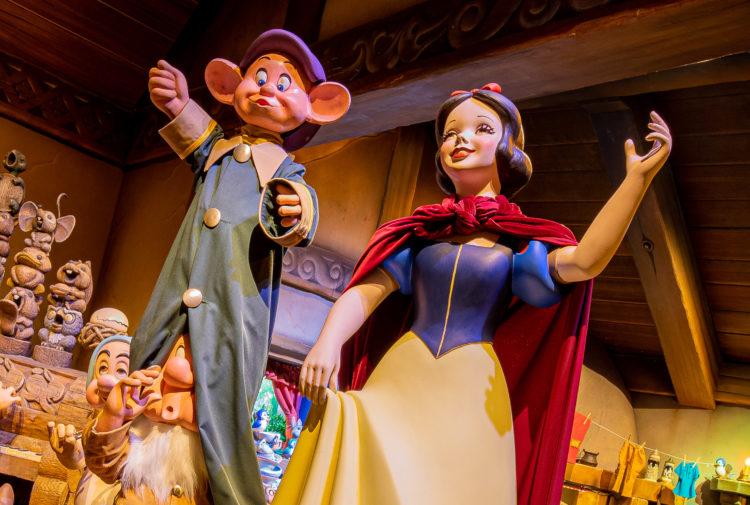 "Disney divulga cartaz de ""Snow White's Enchanted Wish"""